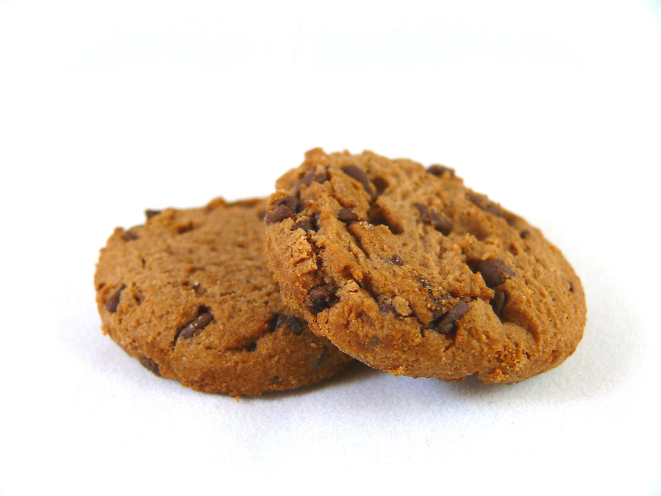 9228-chocolate-chip-cookies-isolated-on-a-white-background-pv